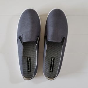 New! 8.5 wide Canvas slip on shoes